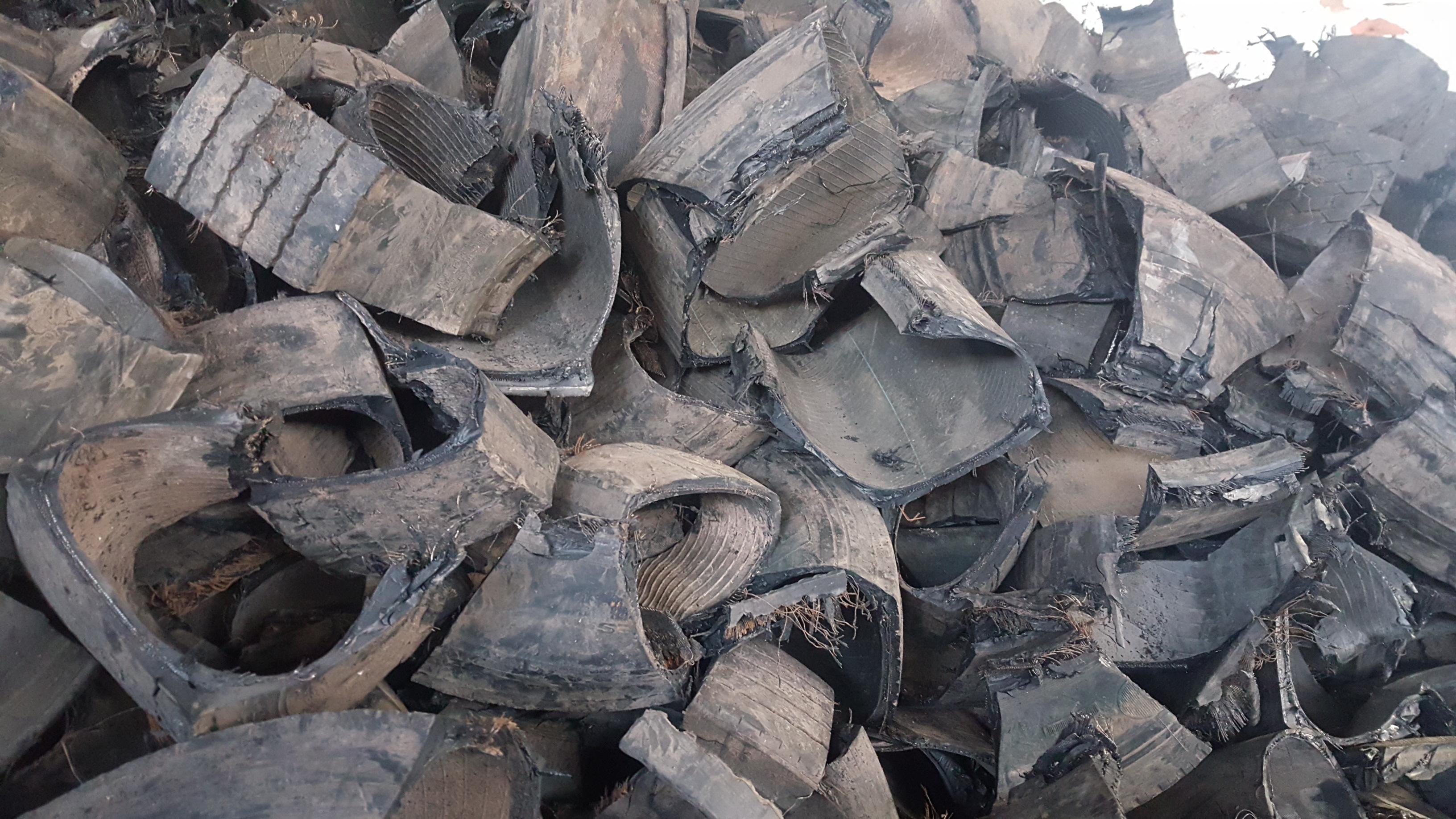 Visita a la planta de reciclaje de neumáticos